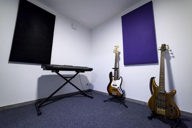 Studio de répétition instrumentale - Basse et clavier - BPM Music - Thonon-les-Bains